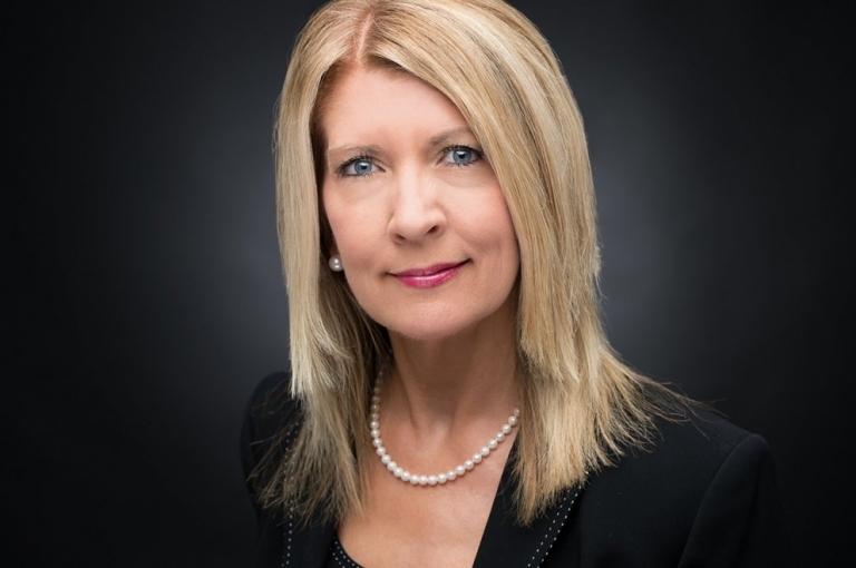 blonde woman schaumburg realtor professional headshot